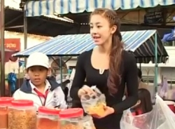 Video: Cận cảnh hot girl