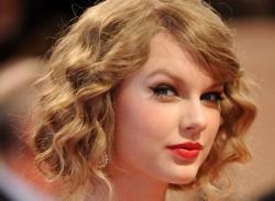 Video: Biến hóa tóc thẳng thành kiểu tóc xoăn ngắn Taylor Swift