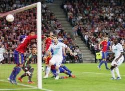 Europa League: Chelsea đặt một chân vào chung kết