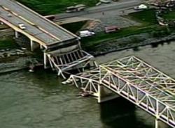 Sập cầu cao tốc kinh hoàng nối Mỹ và Canada
