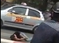 Thanh niên nằm giãy dụa sau tai nạn trước sự bất lực của người dân