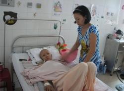 Xót lòng nhìn cháu bé 12 tuổi tiều tụy vì bệnh ung thư