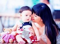Clip con gái Phạm Quỳnh Anh khoe giọng hát đáng yêu