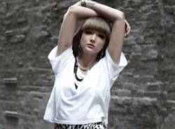 6 cách mix áo thun trắng sành điệu
