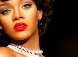 Để gợi cảm và quyến rũ như Rihanna