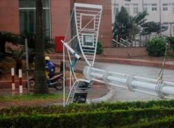 Bão Jebi đổ bộ: Gió lốc giật gây thiệt hại ở Quảng Ninh