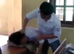 Clip nam sinh đánh, tát nữ sinh dã man ngay trong lớp
