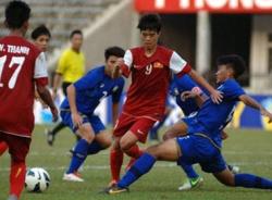 """Xem """"lính"""" bầu Đức """"hành hạ"""" U19 Malaysia"""