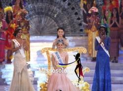 Hoa hậu Philippines nghẹn ngào giây phút đăng quang
