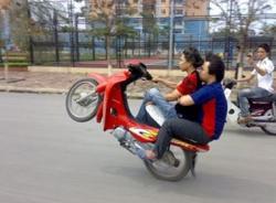 Video hài hước (P131): Đua xe ở nông thôn