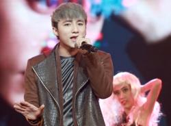 Sơn Tùng M -TP gây bất ngờ khi hát live 'Em của ngày hôm qua'