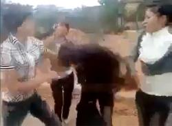 Nữ sinh Bắc Giang đánh tới tấp bạn gái của anh trai để... đòi quà