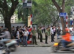 Lực lượng an ninh thắt chặt trong vụ xử thẩm mỹ viện Cát Tường