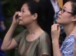Vợ Dương Chí Dũng bịn rịn nhìn chồng lên xe thùng trước giờ tuyên án