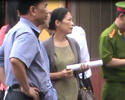 Vợ Dương Chí Dũng khắc khoải ngóng chồng tại phiên xử phúc thẩm ngày thứ 3