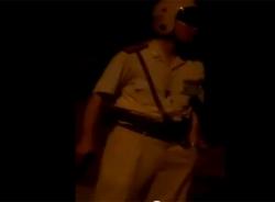 Sốc clip CSGT say rượu, cầm súng ngắn dọa người vi phạm