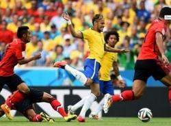 Video bàn thắng Brazil - Mexico: Ngày xuất thần của Ochoa