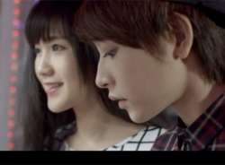 'Lộ' video hotgirl Chi Pu hẹn hò cùng bạn đồng tính