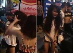 Thiếu nữ xinh đẹp trộm tiền bị đánh chửi giữa phố