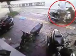 Tên trộm SH bị chủ xe lao ra song phi vào mặt