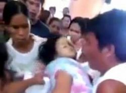 Kinh hoàng bé 3 tuổi đột nhiên sống lại trong đám tang của mình
