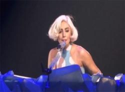 Lady Gaga khóc kể về quá khứ làm gái nhảy