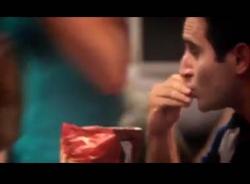 Video hài ăn bim bim trúng bạn gái