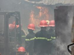 Clip: Cháy lớn tại kho cồn ở Văn Điển