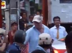 Vụ ông Tây bị dân Đà Nẵng quàng lốp xe vào cổ: Sự thật bất ngờ khi công an vào cuộc
