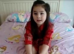 Video bé dễ thương hát 'Cô gái Trung Hoa'
