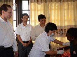 Hai người từ tâm dịch Ebola nhập cảnh Việt Nam bị sốt