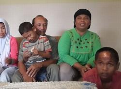 Tìm thấy con trai mất tích 10 năm sau thảm họa sóng thần