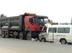 Xe cứu thương đâm ôtô tải, 5 người thương vong ở Quảng Trị