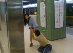 Clip thiếu nữ Trung Quốc kéo lê bạn trai gây 'sốc' cộng đồng mạng