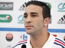 Hậu vệ của AC Milan khước từ đề nghị của 'gã nhà giàu' Ligue 1