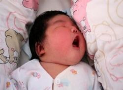 Bé sơ sinh khổng lồ ra đời ở Trung Quốc