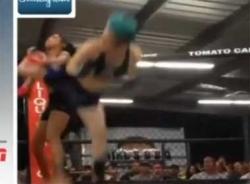 Video nữ võ sĩ hạ gục đối phương trong 3 giây
