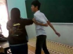 Video thanh niên trêu gái bị ném ghế