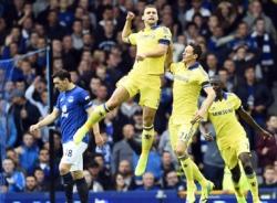Đá bại Everton, Chelsea giành ngôi đầu bảng