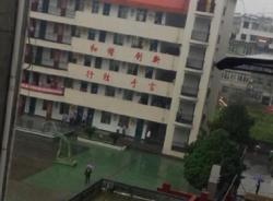 Trung Quốc: Bố vào trường đâm chém vì con không được đi học