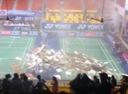 Sập trần nhà thi đấu Phan Đình Phùng giữa trận cầu