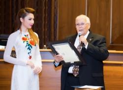Hoa hậu Jennifer Chung - cô gái gốc Việt được vinh danh trên đất Mỹ