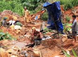 Hành trình truy tìm kẻ trốn nã gay cấn nghẹt thở ở bãi vàng Quảng Nam