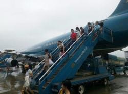 Máy bay Vietnam Airlines phải dời chuyến vì hành khách gây rối