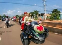 Chú rể cưỡi siêu mô tô rước dâu gây xôn xao mạng xã hội