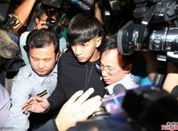 Kha Chấn Đông xuất hiện hốc hác chuẩn bị vào trại cai nghiện 2 năm
