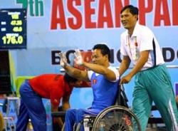 Phá kỷ lục thế giới, lực sĩ Lê Văn Công giành HCV Asian Para Games II