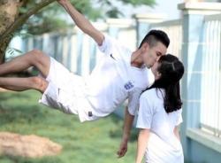 Bộ ảnh tình yêu của cặp đôi Quảng Ninh mê bóng đá