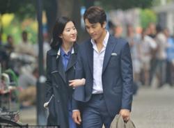 Lưu Diệc Phi tình tứ cùng Song Seung Hun trên phố