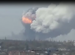 Clip: Nhà máy hóa chất Donetsk phát nổ dữ dội do trúng tên lửa đạn đạo